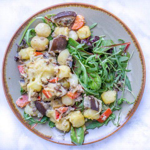 Aardappelschotel met gehakt en aubergine