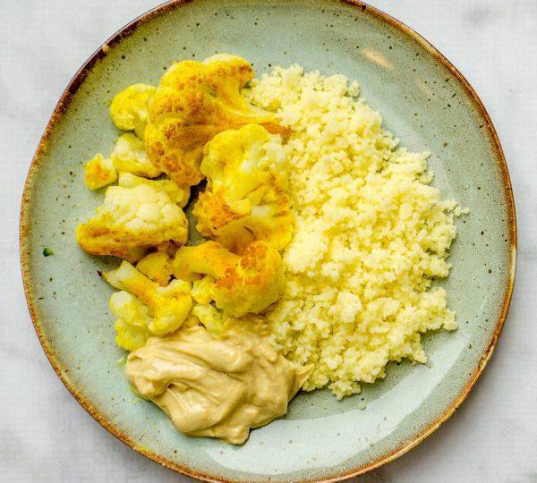 Geroosterde bloemkool met couscous en hummus