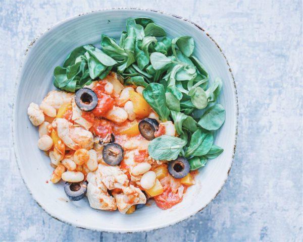 Bonenschotel met paprika en olijven