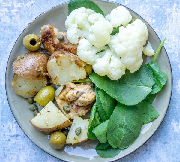 Aardappelen met kip, olijven en kappertjes