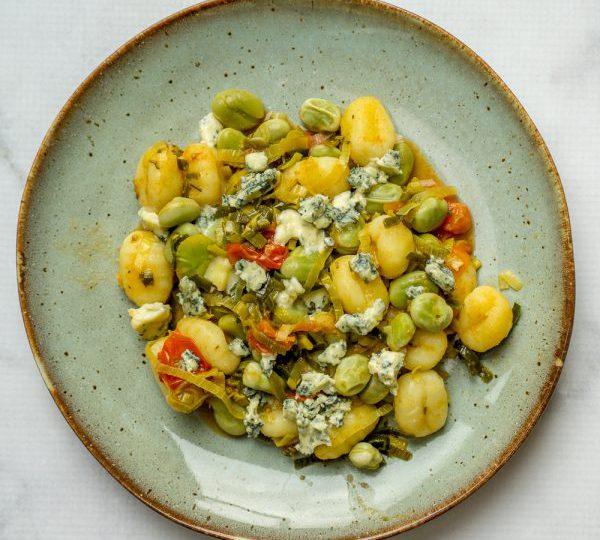 Gnocchi met tuinbonen en blauwe kaas
