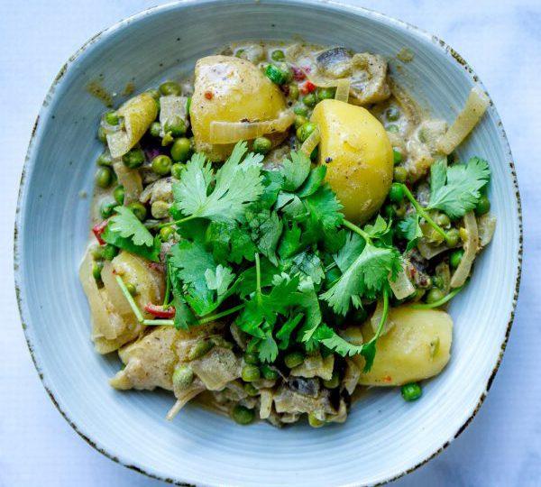 Curry met aardappelen en aubergine