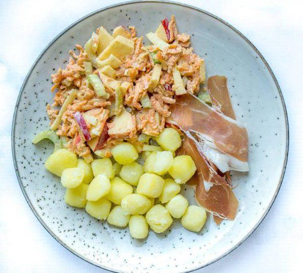 Salade met krieltjes, spitskool en appel