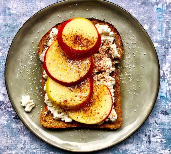 Sandwich met Hüttenkäse, appel en koekkruiden