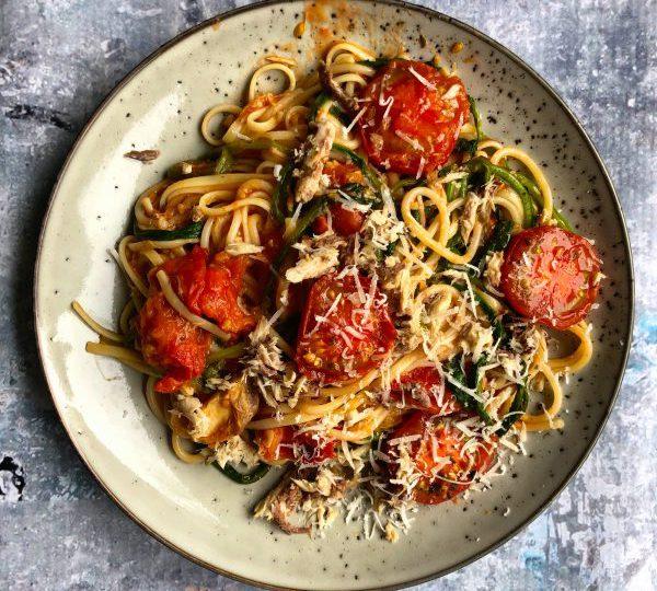 Spaghetti met raapstelen en makreel