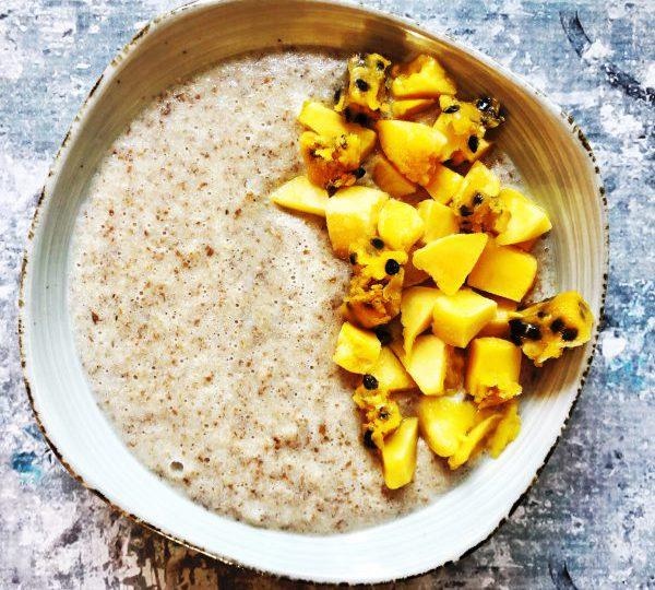 Brinta met mango en passievrucht