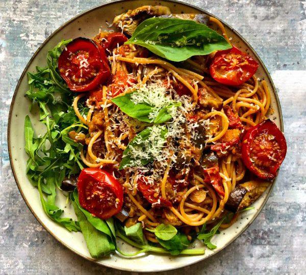 Spaghetti met aubergine en tomaat